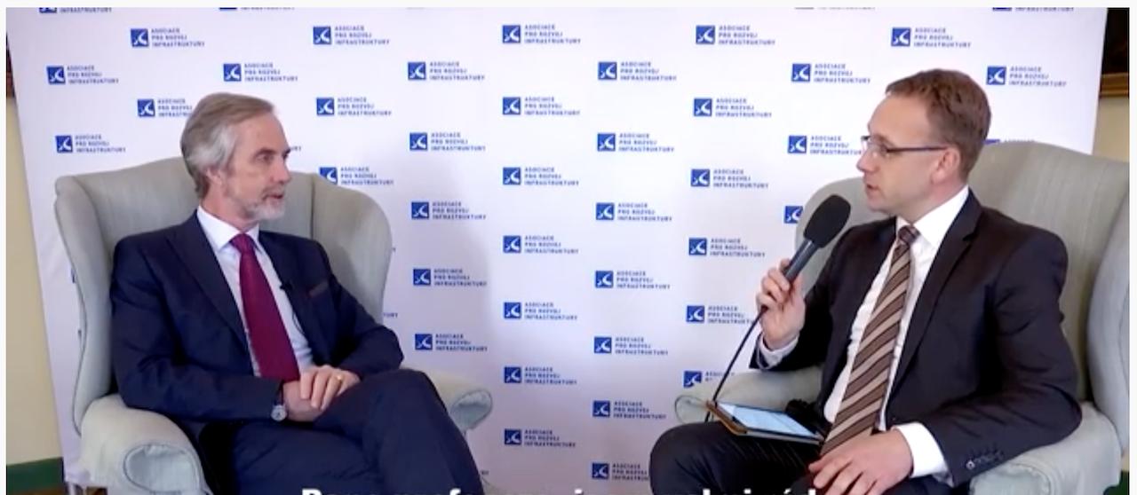 Interview: Profesor Andrew McNaughton o vysokorychlostních tratích
